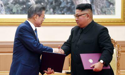 Photo of Kim Jong Un and Moon Jae-in shaking hands
