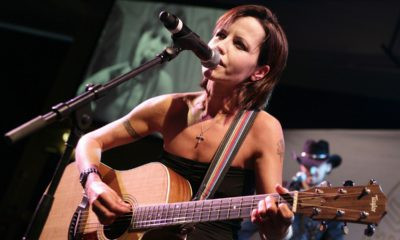 Photo of Cranberries lead singer Dolores O'Riordan performing in 2008