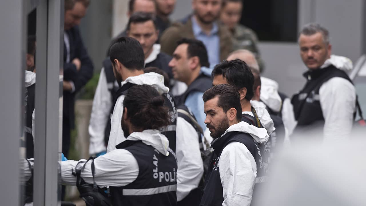 Photo of Turkish police officers outside Saudi consulate in Istanbul