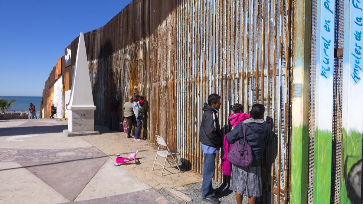 Photo of the Mexico border wall