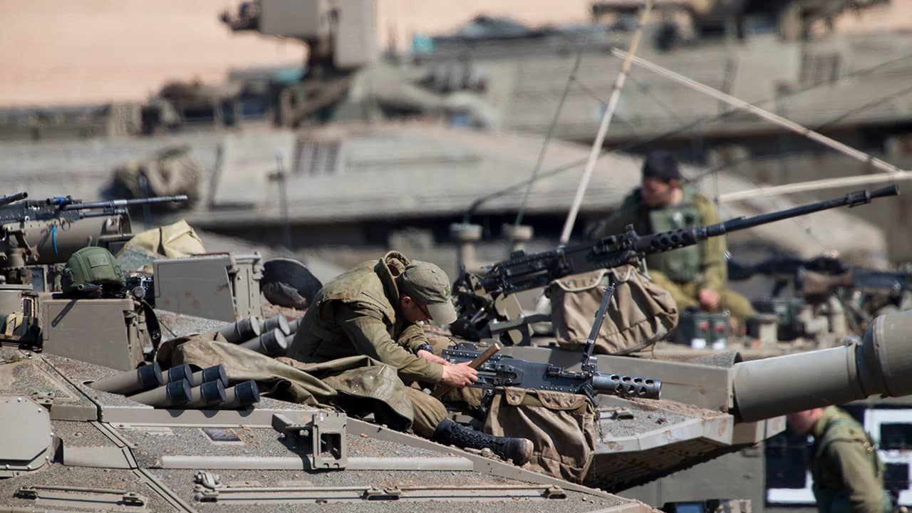 Photo of Israeli soldiers working on their tanks