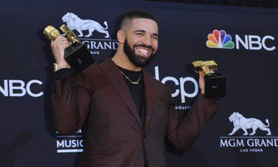 Photo of Drake posing with his Billboard Music Awards