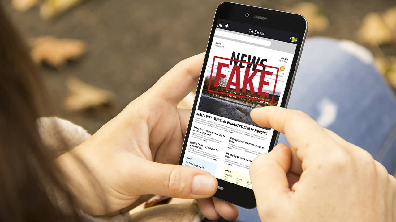 Photo of smartphone with the headline Fake News