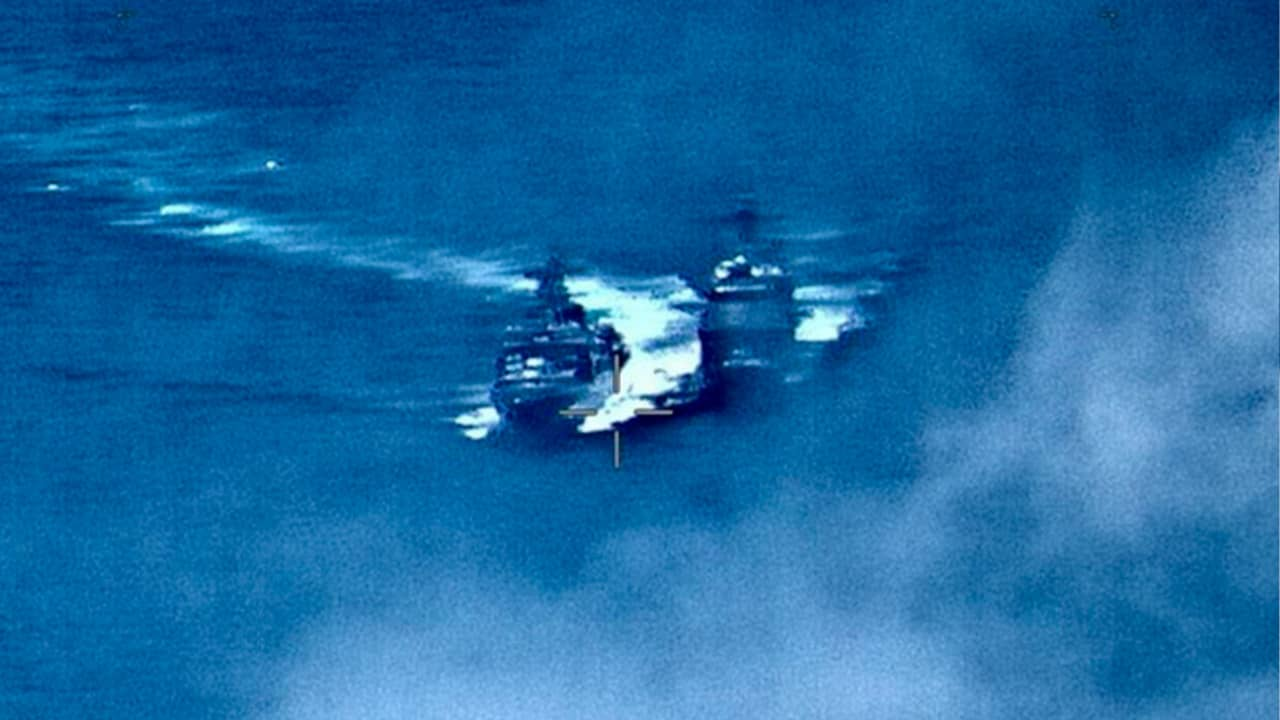 Photo of a Russian destroyer sailing close to the USS Chancellorsville in the Philippine Sea