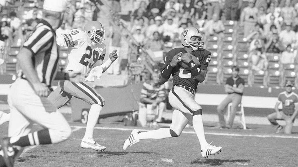 Photo of Cliff Branch running for a touchdown