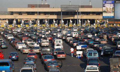 Photo of cars lining up at border checkpoint