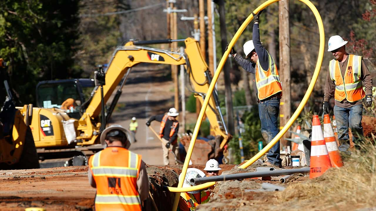 Photo of PG&E workers burrying utility lines