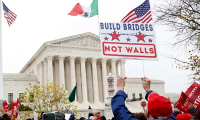 Photo of pro-DACA supporters outside the Supreme Court