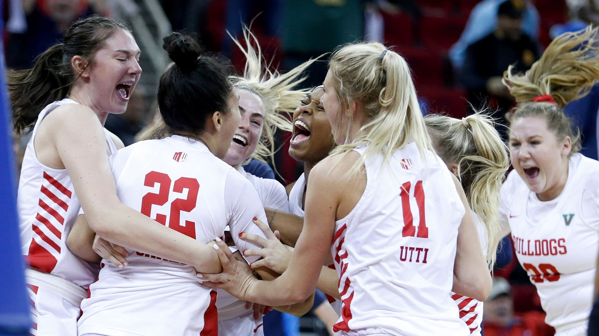 Photo of Fresno State women's basketball team celebrating a victoryta