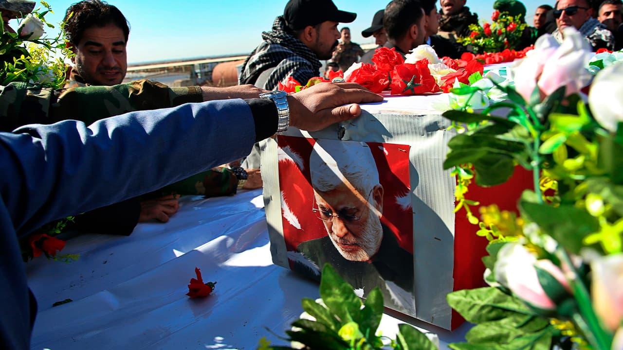 Photo of mourners escorting the flag-draped coffin of Abu Mahdi al-Muhandis, deputy commander of Iran-backed militias