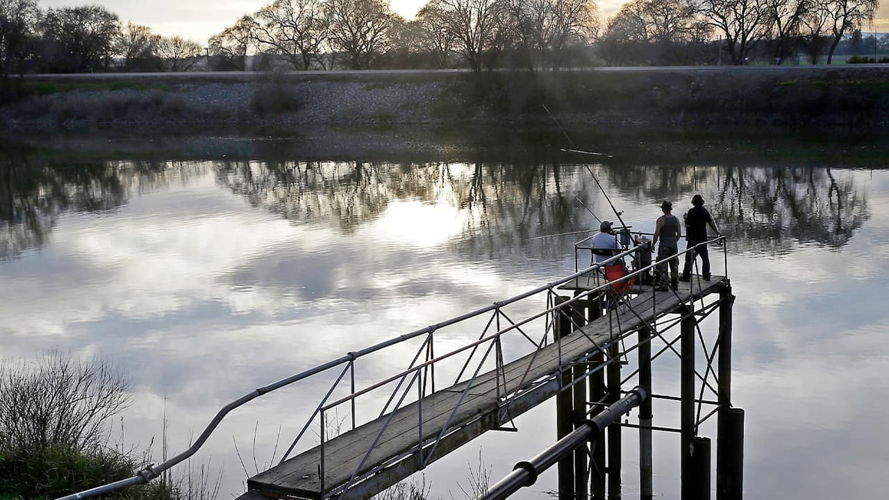 Photo of people fishing at the Sacramento River
