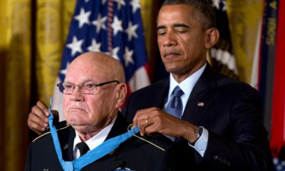 Photo of President Barack Obama bestowing the Medal of Honor on retired Army Command Sgt. Maj. Bennie G. Adkins