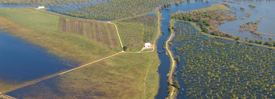 Aerial photo of San Joaquin River flooding in April 2006n of
