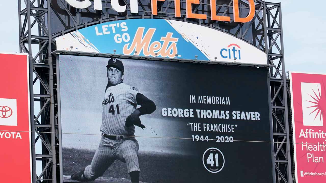 Photo of New York Mets tribute to Tom Seaver