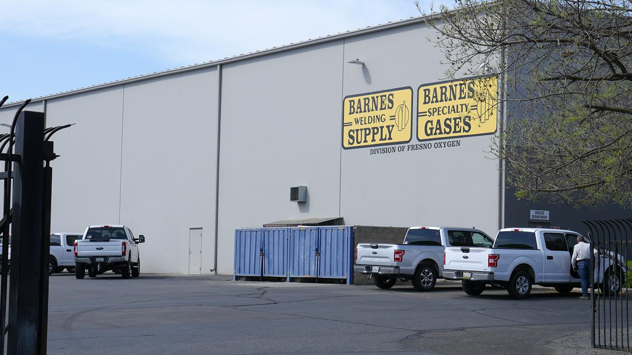 P1300032_Barnes Welding Supply