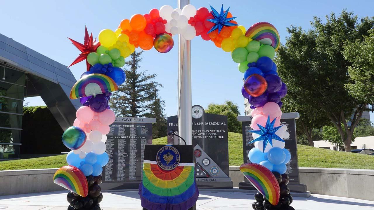 P1300805_Pride Arch over Podium