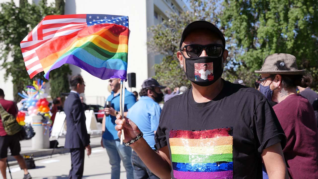 P1300821_Pride Flag Attendee